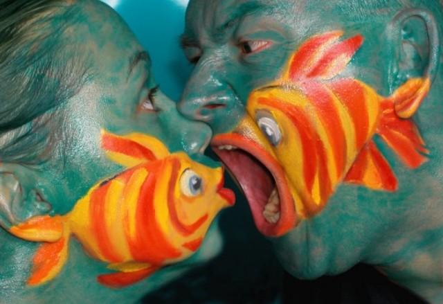 Картинки, Приколы: Боди-арт... Рыбки