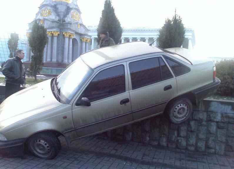 Картинки, Приколы: Неудачная парковка) (далее 3 фото)