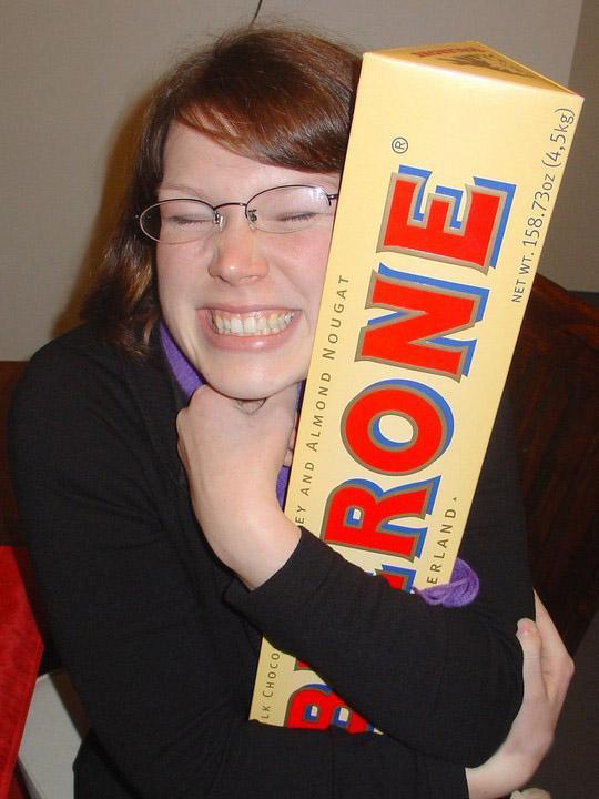 Приколы: Очень большая шоколадка (4 фото)
