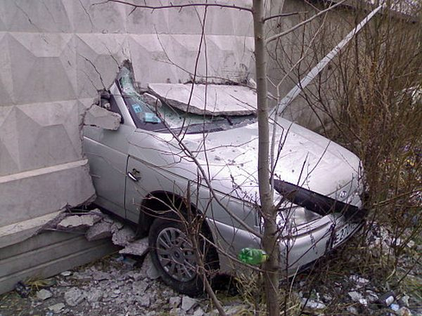 Приколы: Женщина за рулем - повод для страховки (14 фото)