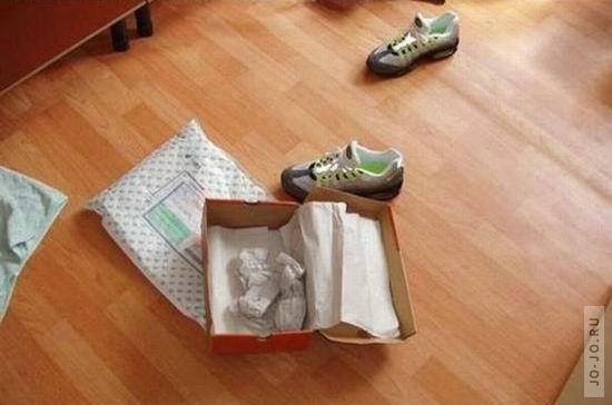 Приколы: Как узнать, что кроссовки из Китая (3 фото)