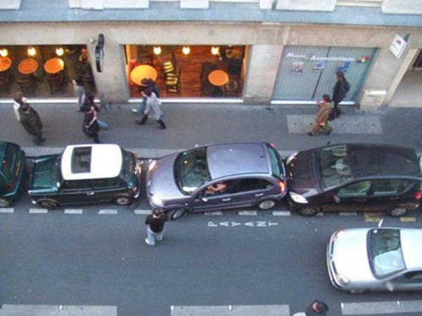 Приколы: Девушки и парковка (4 фото)