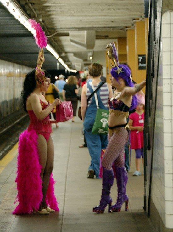 Приколы: Случай в метро (39 фото)