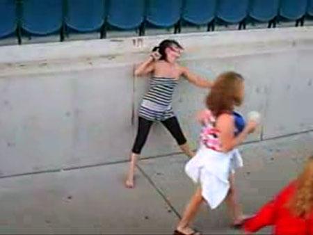 Приколы, Видео: Пьяные танцы на улице