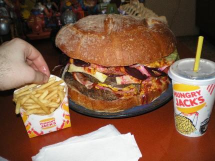 Приколы: Огромный гамбургер (18 фото)