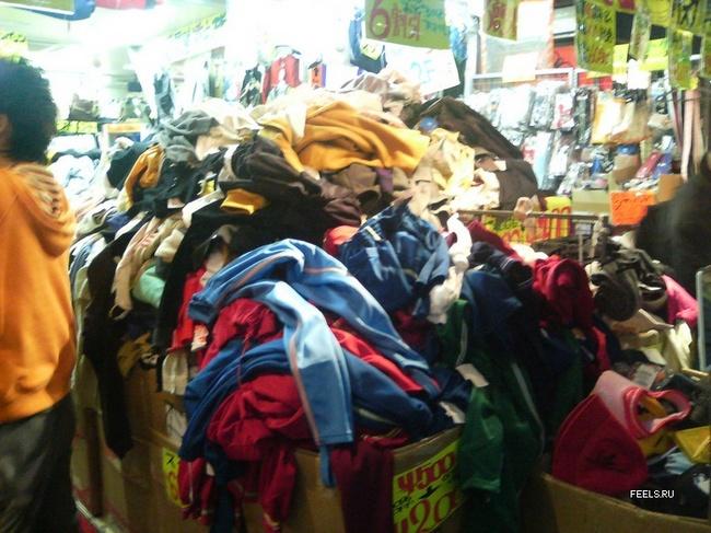 Приколы: На китайском рынке... (2 фото)