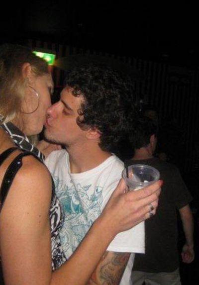 Приколы: Не умеешь пить - не лезь целоваться (7 фото)
