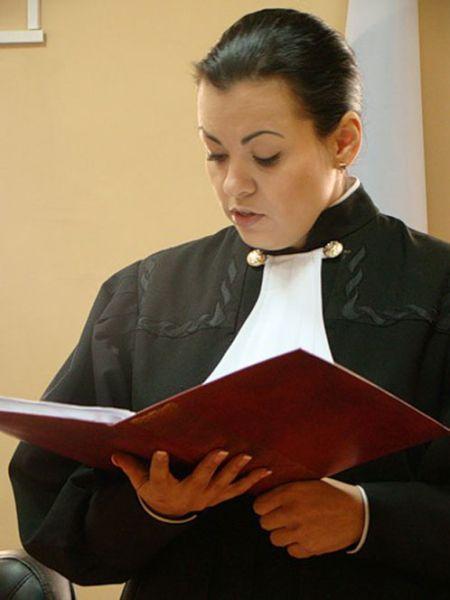 Истории: Судья, уволенная из-за скандальных фото