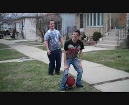 Жесть, Видео: Прикол с мячом и скейтом