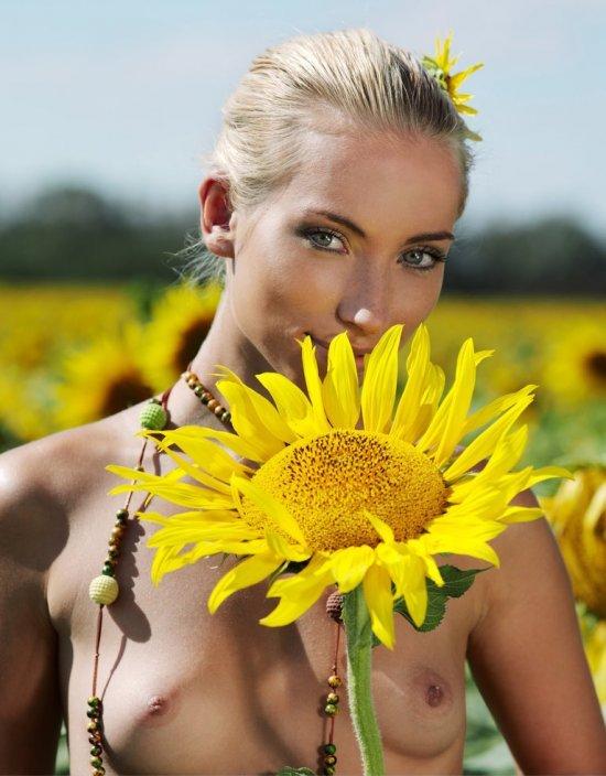 Девушки: Эротическая модель Урсула (15 фото)