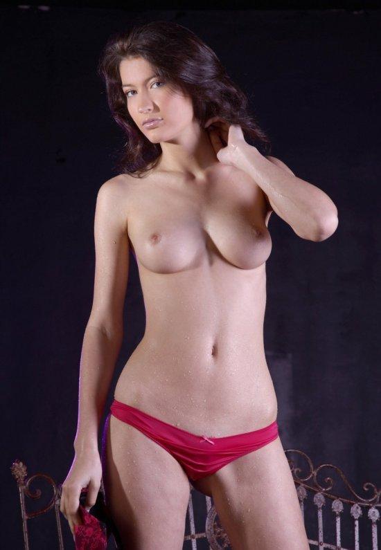 Девушки: Эротическая модель Ариана (21 фото)