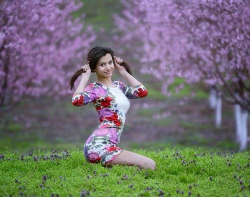 Девушки: Яркие девушки в красивых пейзажах