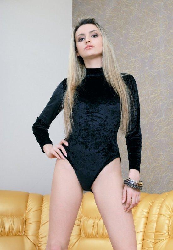 Девушки: Эротическая модель Юна (22 фото)