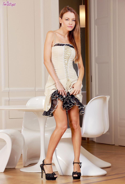 Девушки: Эротическая модель Алина (16 фото)