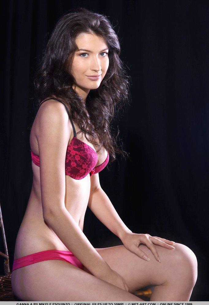Девушки: Эротическая модель Земфира (15 фото)