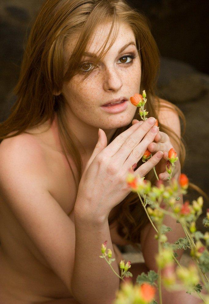 Девушки: Эротическая модель Каролина (14 фото)