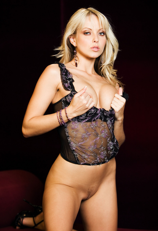 Девушки: Эротическая модель Ревекка (15 фото)