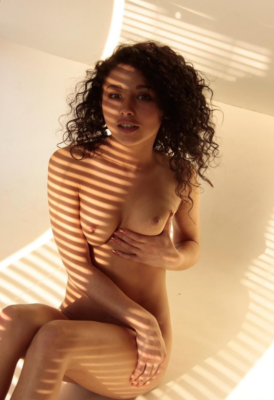 Девушки: Эротическая модель Элина (14 фото)
