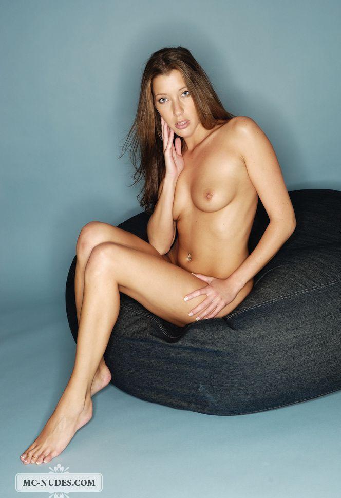 Девушки: Эротическая модель Северина (14 фото)