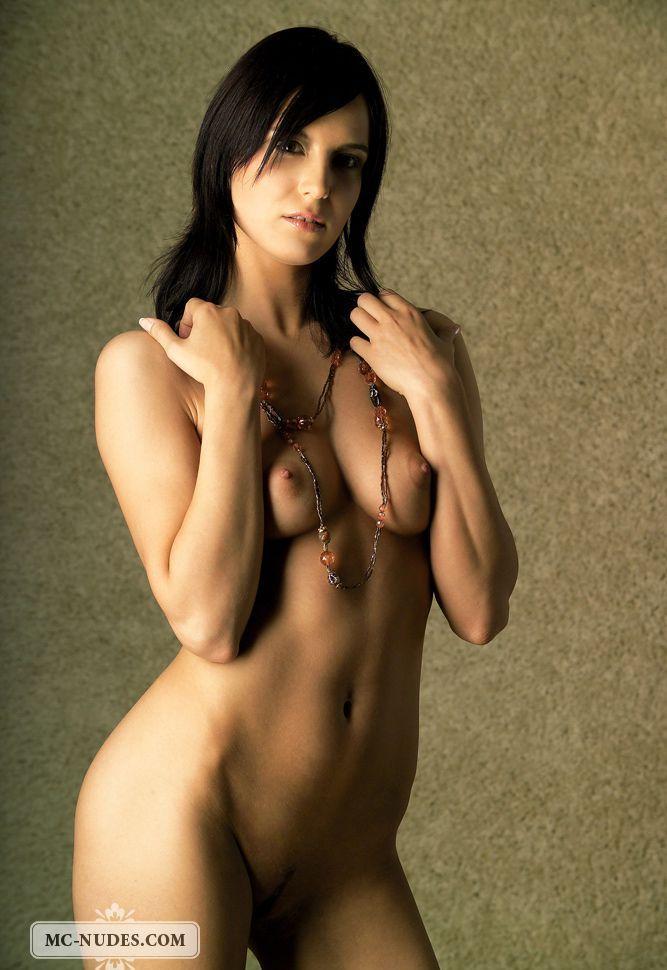 Девушки: Эротическая модель Шарлотта (15 фото)