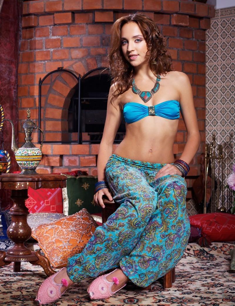 Девушки: Эротическая модель Азалия (10 фото)
