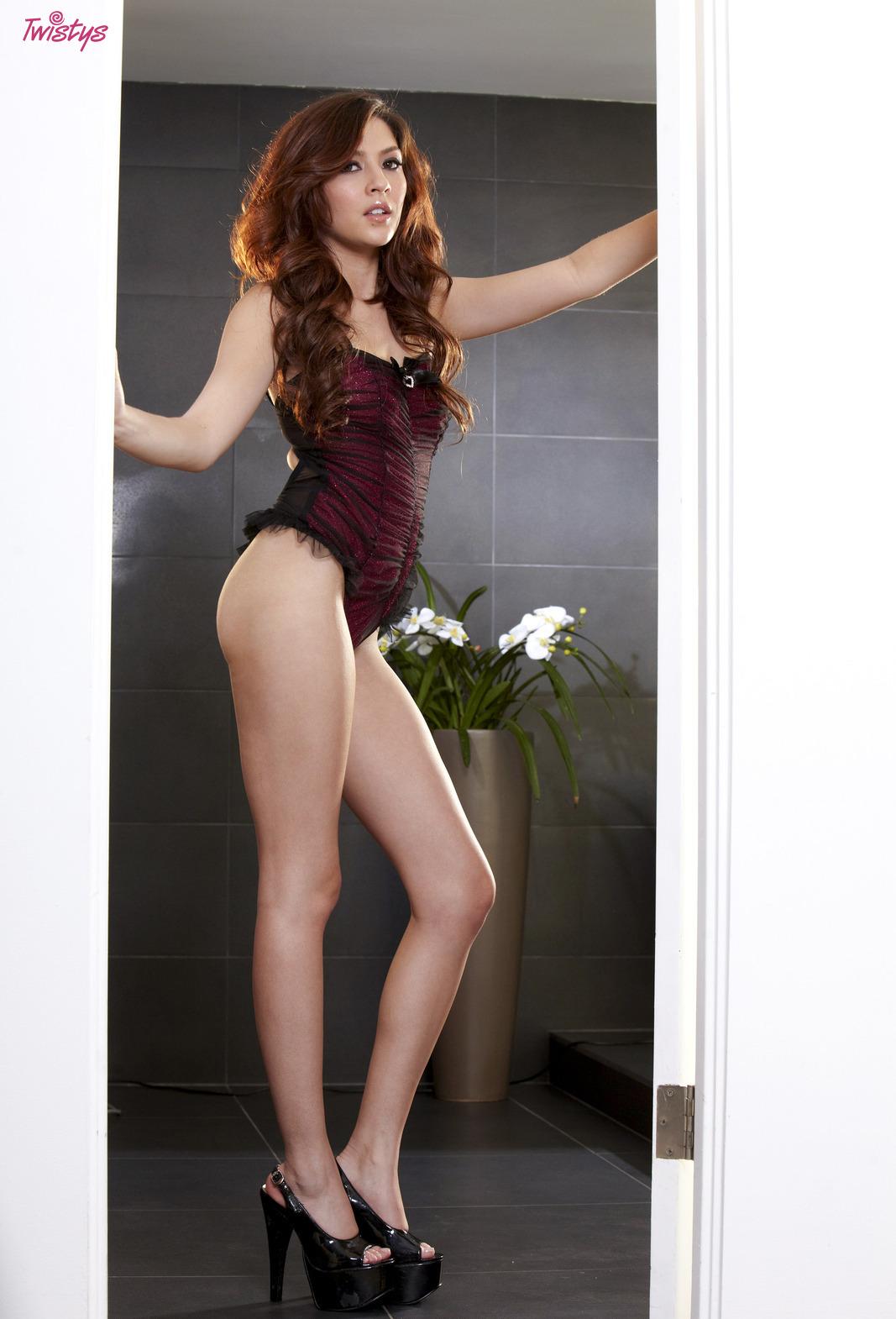 Девушки: Эротическая модель Нора (28 фото)