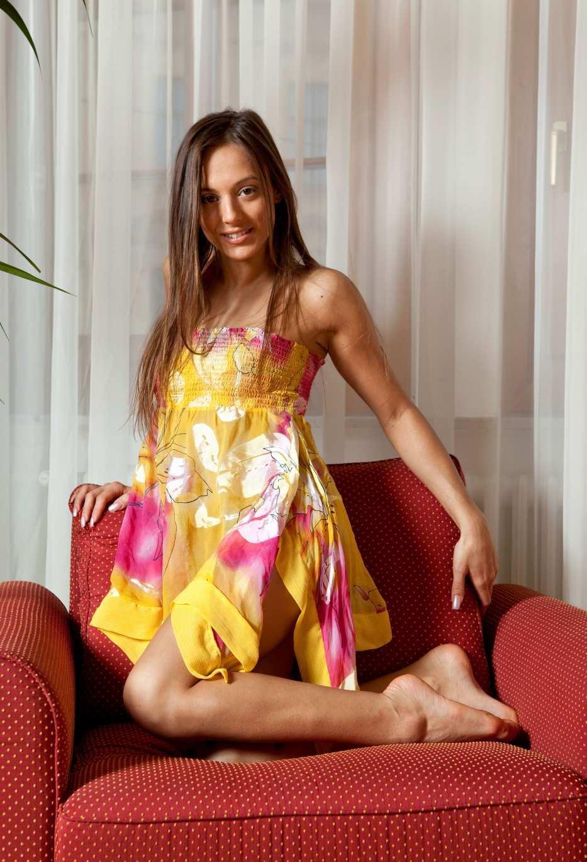 Девушки: Эротическая модель Милана (15 фото)