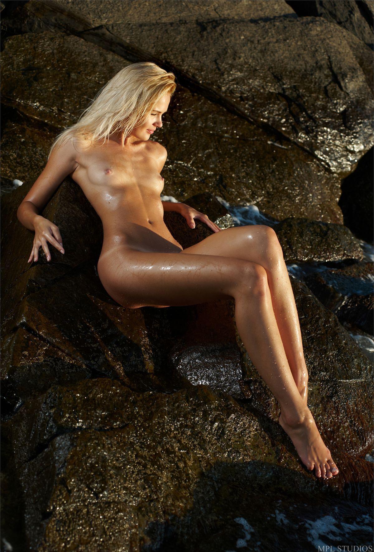 Девушки: Эротическая модель Томила (28 фото)