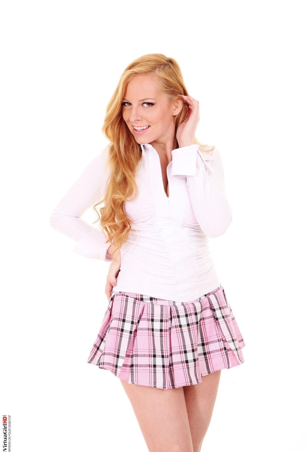 Девушки: Эротическая модель Земфира (14 фото)