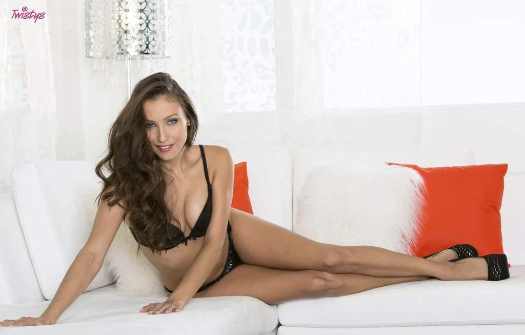 Девушки: Эротическая модель Виталия (16 фото)